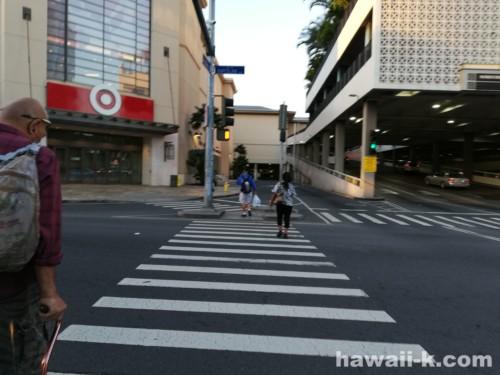 ターゲットの前の横断歩道