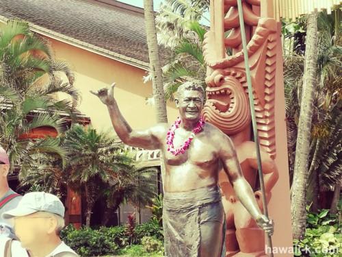 ハマナ・カリリ像