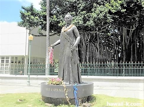 リリウオカラニ女王像