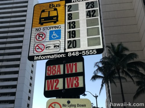 クヒオ通りのバス停