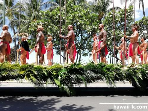 古代ハワイアンに扮装