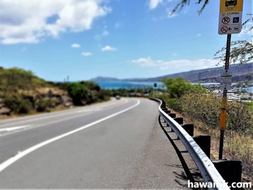 ハワイカイを見渡せるバス停