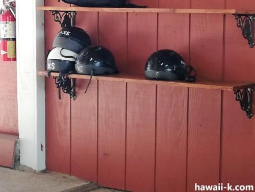 ヘルメットの棚